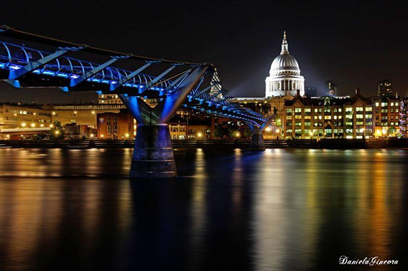Londra notturno millenium bridge e cattedrale di St. Paul