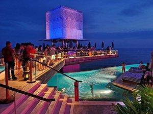 posti più instagrammabili di Bali piscina rooftop omnia locali