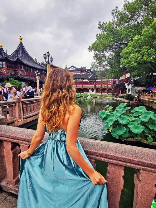 shanghai città vecchia, shanghai old town, shanghai pagode, shanghai street food, shanghai yuyuan garden, yu garden, chinatown, cosa vedere a shanghai, shanghai templi, tempio shanghai, giardini del mandarino shanghai, visit shanghai, viaggio a shanghai, posti instagrammabili di shanghai, girl shanghai, ragazza shanghai, shanghai fashion style