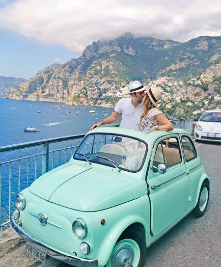 costiera amalfitana, positano, amalfi, on the road italia, costiera amalfitana on the road, viaggio in costiera amalfitana, vacanza in costiera amalfitana, esperienza in costiera amalfitana, cosa vedere in costiera amalfitana, emozioni costiera amalfitana, vintage, film italiano anni 60, italia anni 60, italia anni 50, casette positano, vista positano, mare positano, strada più bella d'Italia, 500 cabrio, macchine d'epoca, cinquecento vintage, vintage, tour in auto vintage positano, punti panoramici positano, panorama positano, posti instagrammabili positano, posti instragmmabili costiera amalfitana, amalfi coast